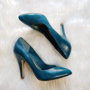 Bakers Women's Turquoise Leather Heels Size 9